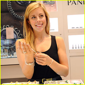 ashley-wagner-pandora-store-mg